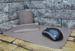 Стильный небольшой набор из натуральной кожи на письменный стол