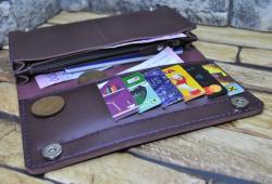 Красивый вместительный кошелек из натуральной кожи