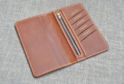 Вместительный портмоне коньячного цвета из кожи