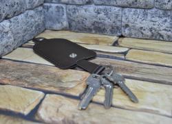 Коричневая ключница-колокольчик из натуральной кожи