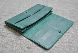 Вместительное кожаное портмоне ручной работы
